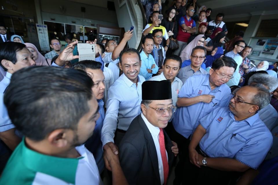Cikgu Azizan merupakan salah seorang mangsa yang didakwa di mahkamah.