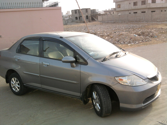 Image of 2004 Honda City used for illustration purposes only.