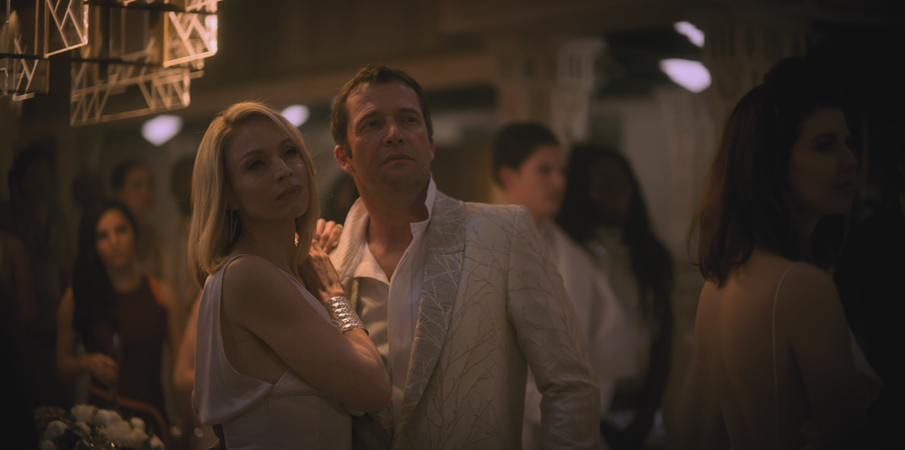 The wealthy and elite Meths Miriam (Kristin Lehman) and Laurens Bancroft (James Purefoy).