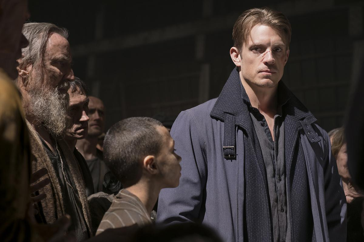 Takeshi Kovacs (Joel Kinnaman) surrounded by the disenfranchised in a quarantine camp.