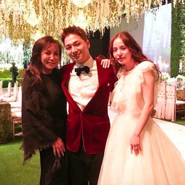 Fashion designer Suzan Lee (left) with the happy couple.