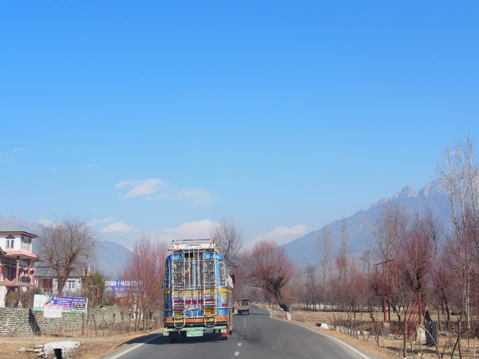 Pengangkutan awam di Kashmir. Lebih murah dah menjimatkan!