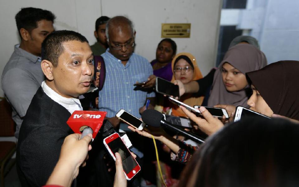 Selangor Prosecution Director Muhamad Iskandar Ahmad speaks to reporters at the Shah Alam High Court.