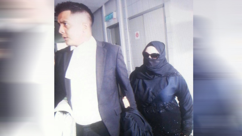 Rozita arrived in High Court today clad in all-black.