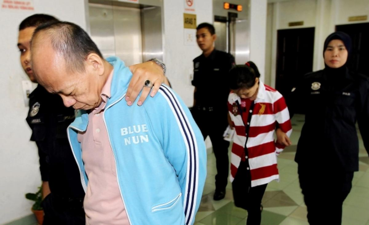 File photo of Fong Kong Meng and his wife Teoh Ching Yen being escorted out.