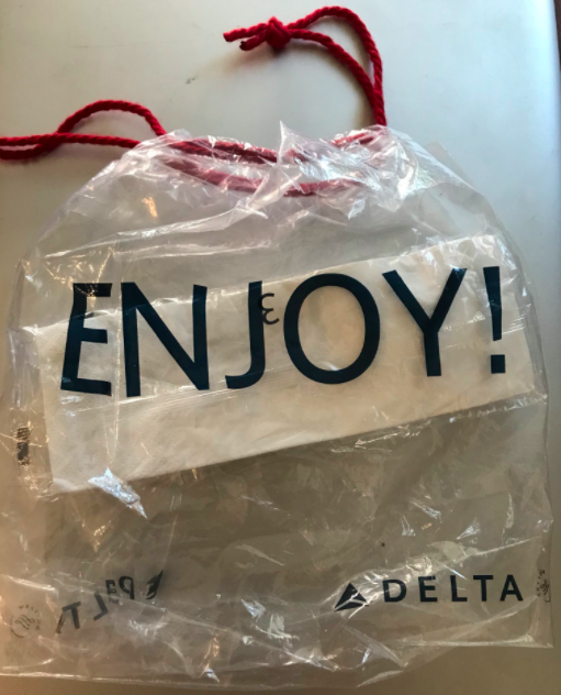 Image via Crystal Tadlock  Twitter         The apple was kept in this Delta Air Lines bag