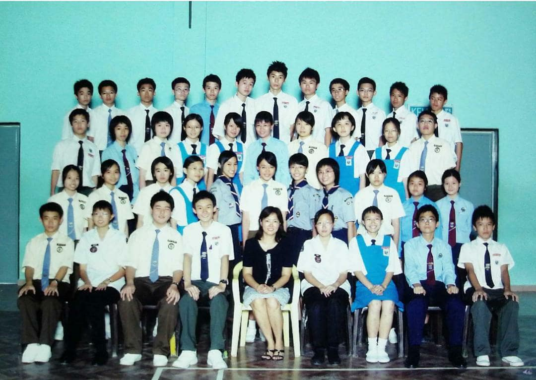It seriously hasn't changed at all. Class teacher still sits in the middle with the ketua and penolong kelas on either side.