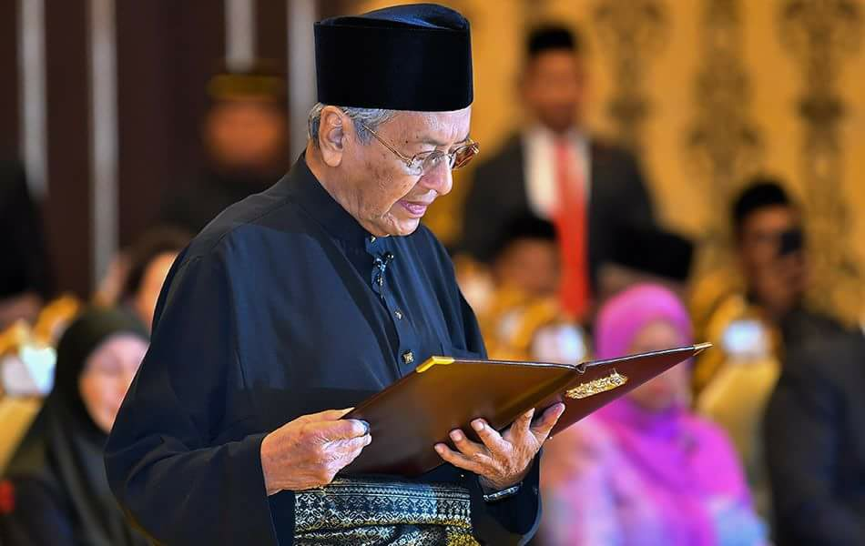 leadership style of tun dr mahathir Mrtin luther and tun mahathir creative thinking - how to get out of the box and generate ideas: giovanni corazza at tedxroma - duration: 13:39 tedx talks 1,697,027 views.
