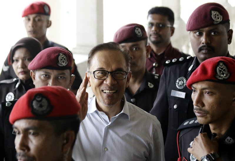 Malaysia´s Anwar walks free, says will not join cabinet soon