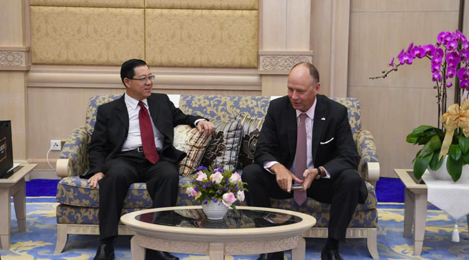 Guan End and the German ambassador to Malaysia, Nikolaus Graf Lambsdorff.