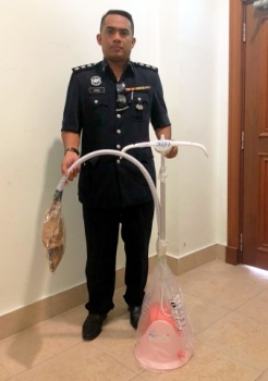 Investigating officer ASP Wan Azirul Nizam Che Wan Aziz showed the steam iron used to torture Zulfarhan.