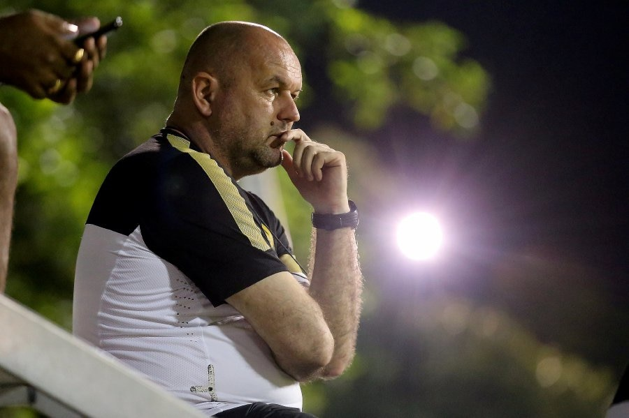 Head coach Bojan Hodak.
