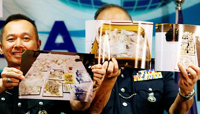 Police showing the jewellery seized in 1MDB-linked raids, which allegedly includes the 44 pieces of jewellery owned by the Lebanese jeweller.