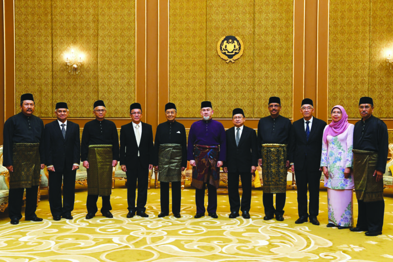 Tan Sri Richard Malanjum (fifth from right) was sworn in as the new Chief Justice of Malaysia effective 11 July.