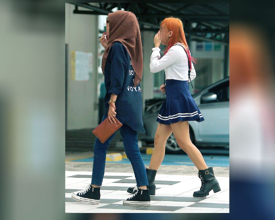 NSTP inspected several shopping malls in Kelantan and spotted many Muslim women wearing tight-fitting clothes.