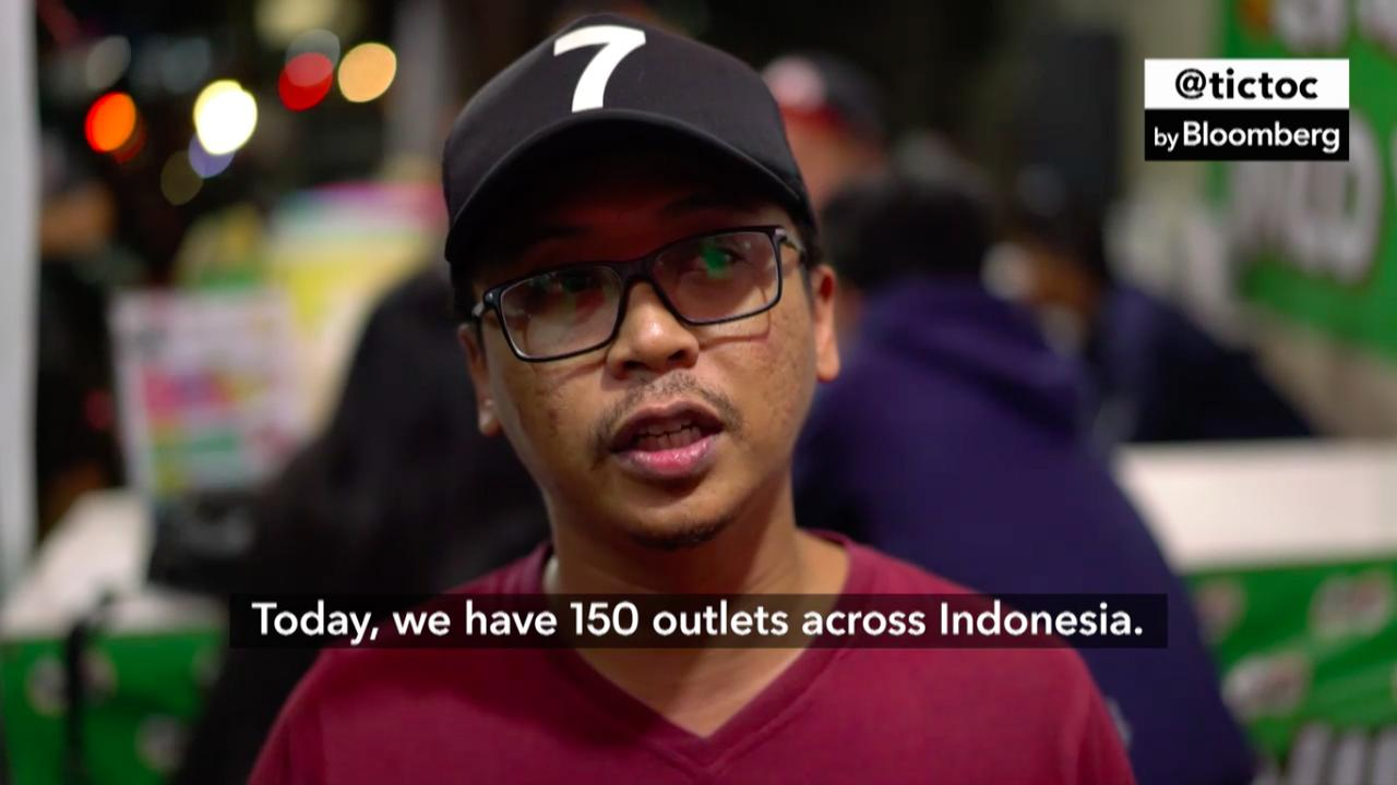 Emanuel Agung has more than 150 'Es Kepal Milo Viral' outlets today.