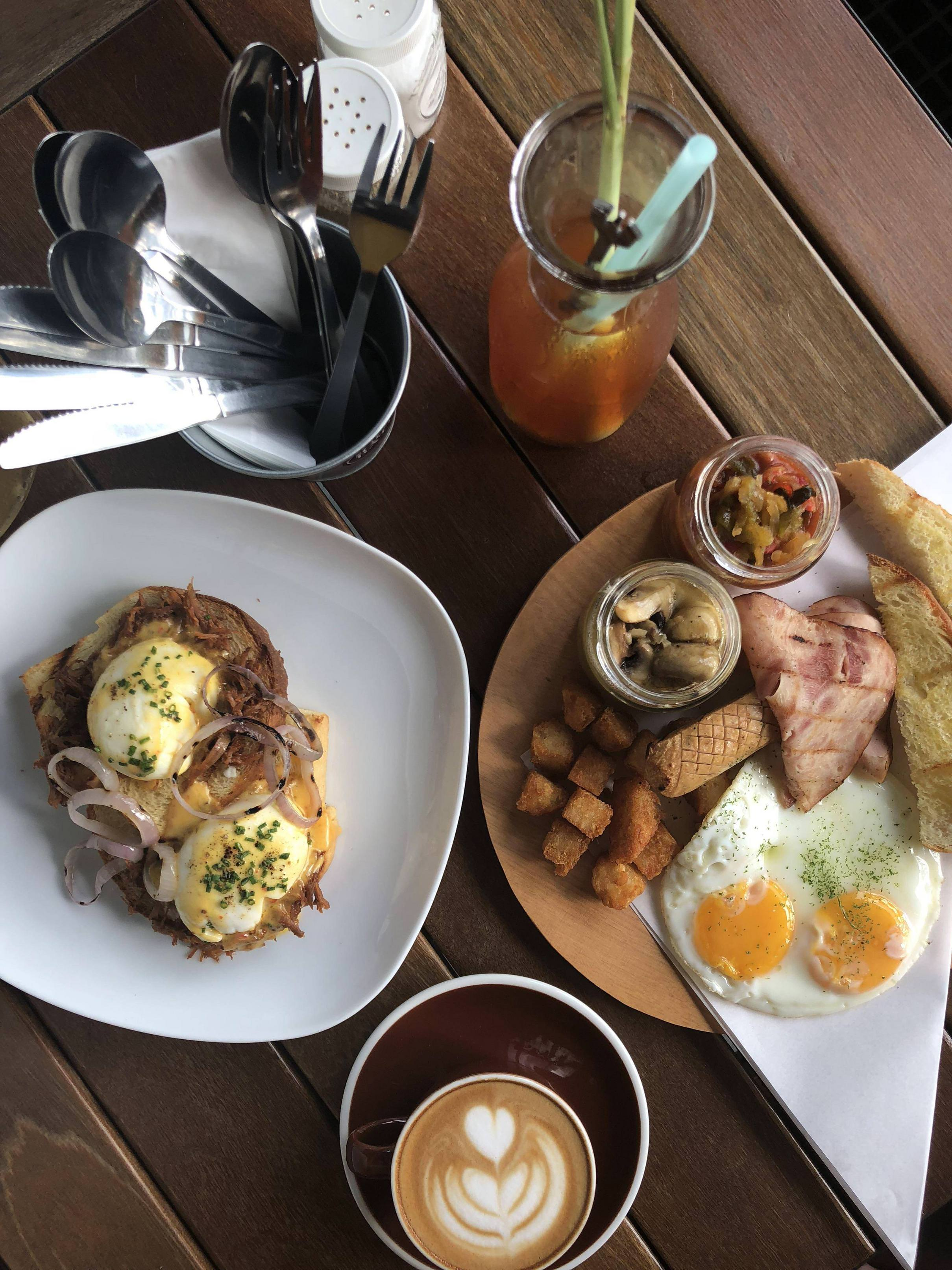 Pulled Duck Benedict and The Angmoh