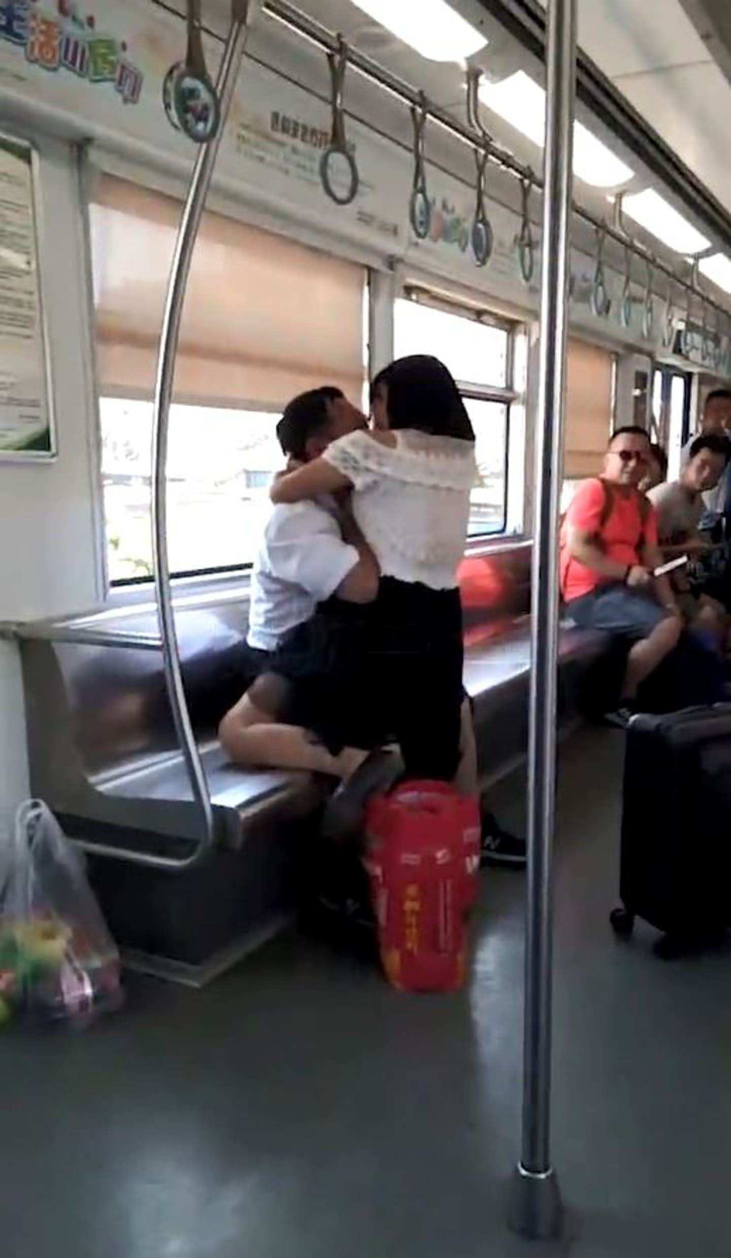 Video chinese woman on subway bites a man and then licks his blood image via hk newsyoutube stopboris Choice Image