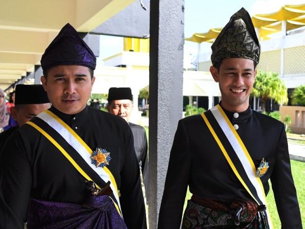 Datuk Aaron Aziz dan Datuk Farid Kamil.