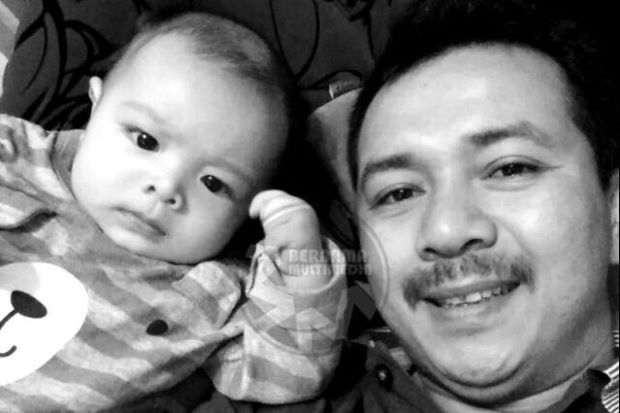 The baby and his father, Zainal Abidin.