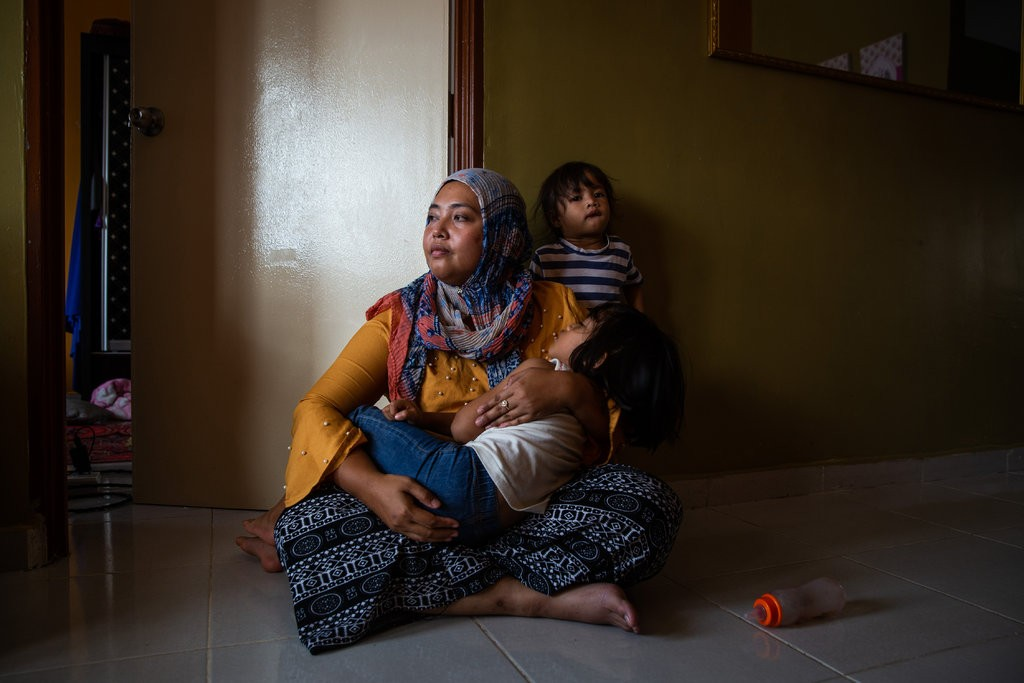 Che Abdul Karim's second wife, Siti Noor Azilah with two of their four children.