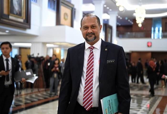 Gobind spoke to reporters at the Parliament lobby yesterday, 1 August.