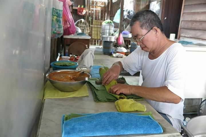 Khoo making otak-otak.
