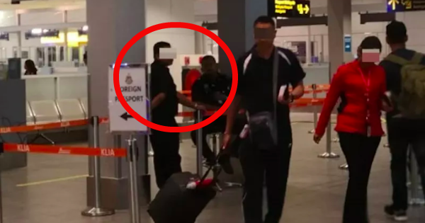 Amy wrote in a comment that the men in the photo were security guards in the airport.