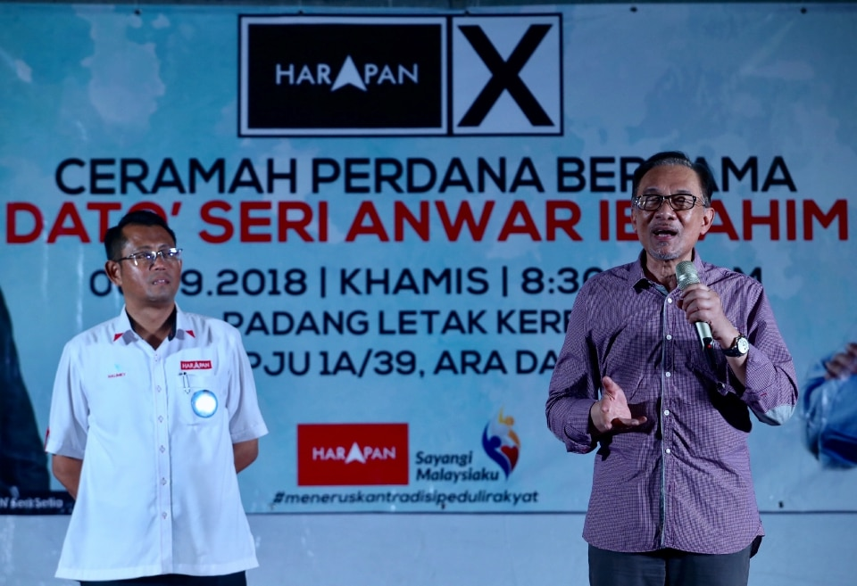 Anwar speaking during a Pakatan Harapan ceramah last night.