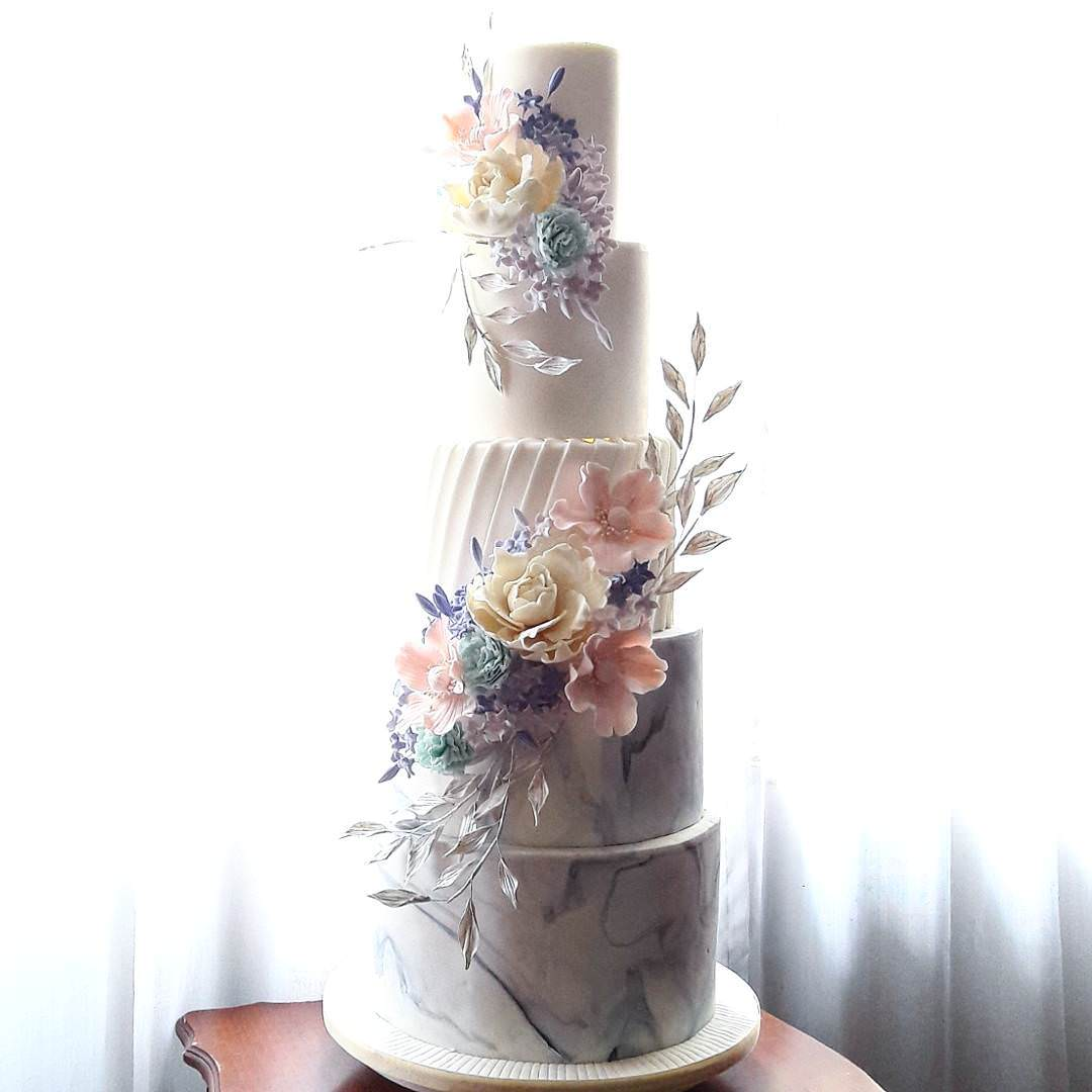 Image from @kouturecakes (Instagram)