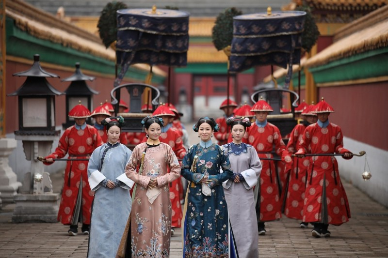 Charmaine Sheh (second from right) as the Step Empress in 'Yanxi Palace'.