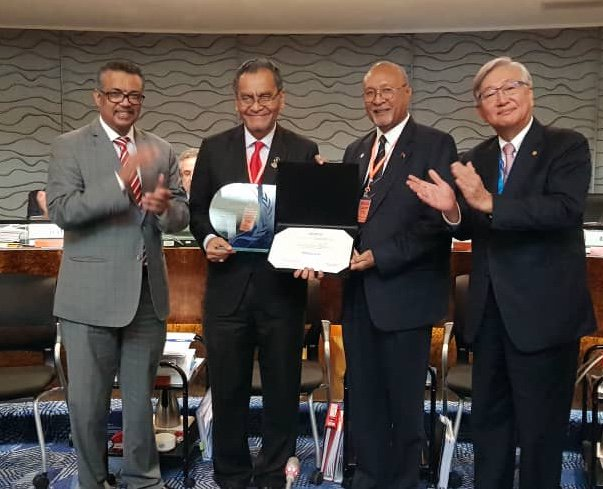 Minister of Health Dr Dzulkefly Ahmad (second from left).