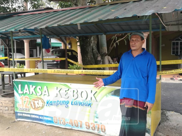 Daud Ismail and his laksa stall located at Kampung Seri Landak in Kupang, Kedah.
