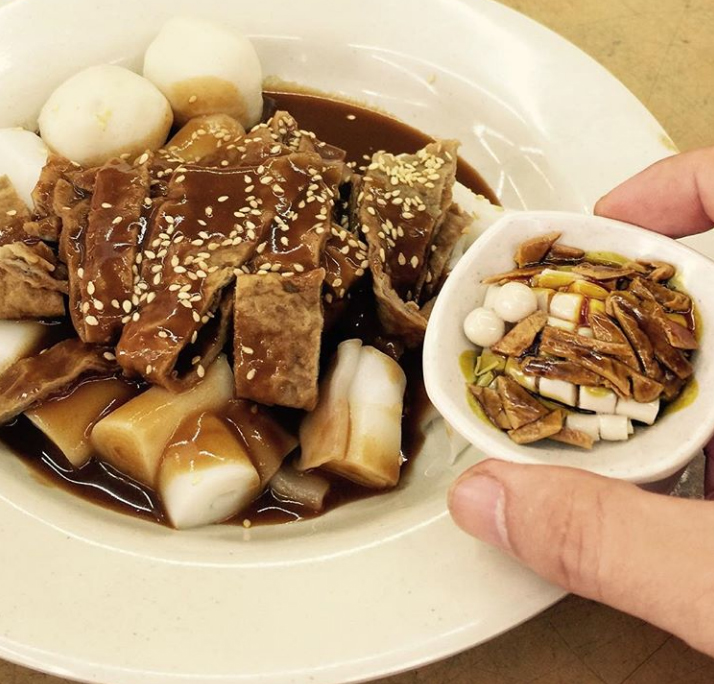 Chee cheong fan next to a plate of real chee cheong fan.