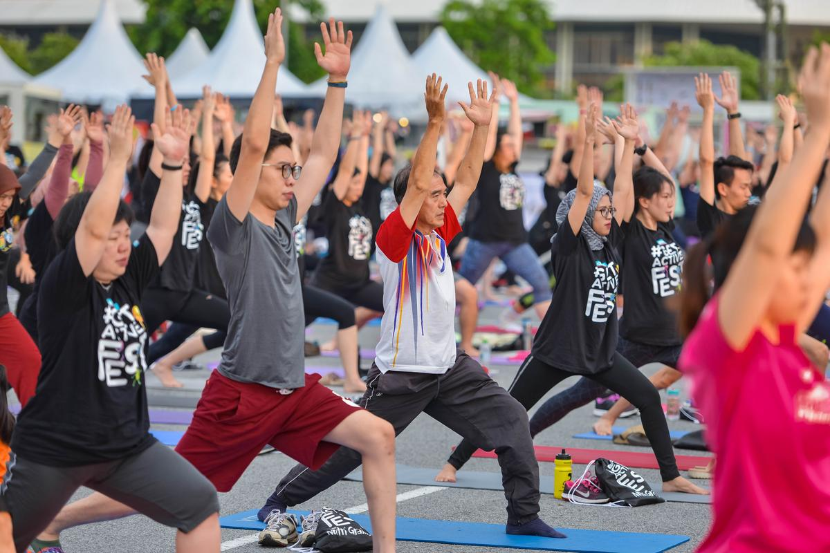watsons get active fest 2018 yoga in the park