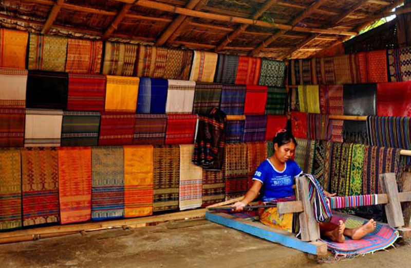 sasak tribe traditional weaving in lombok indonesia