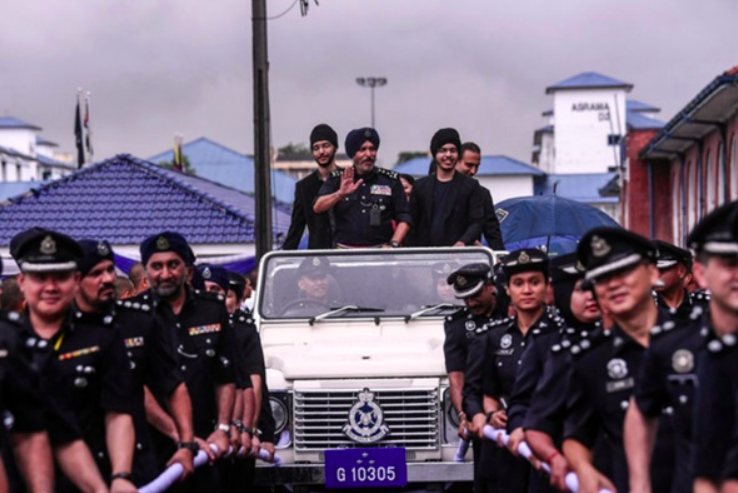 Amar Singh, along with his sons, waving from a ceremonial vehicle yesterday, 5 December.