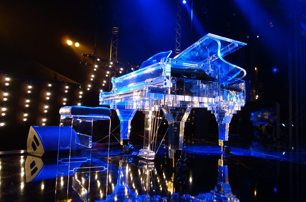 Jho Low gave Miranda Kerr a piano similar to this one.