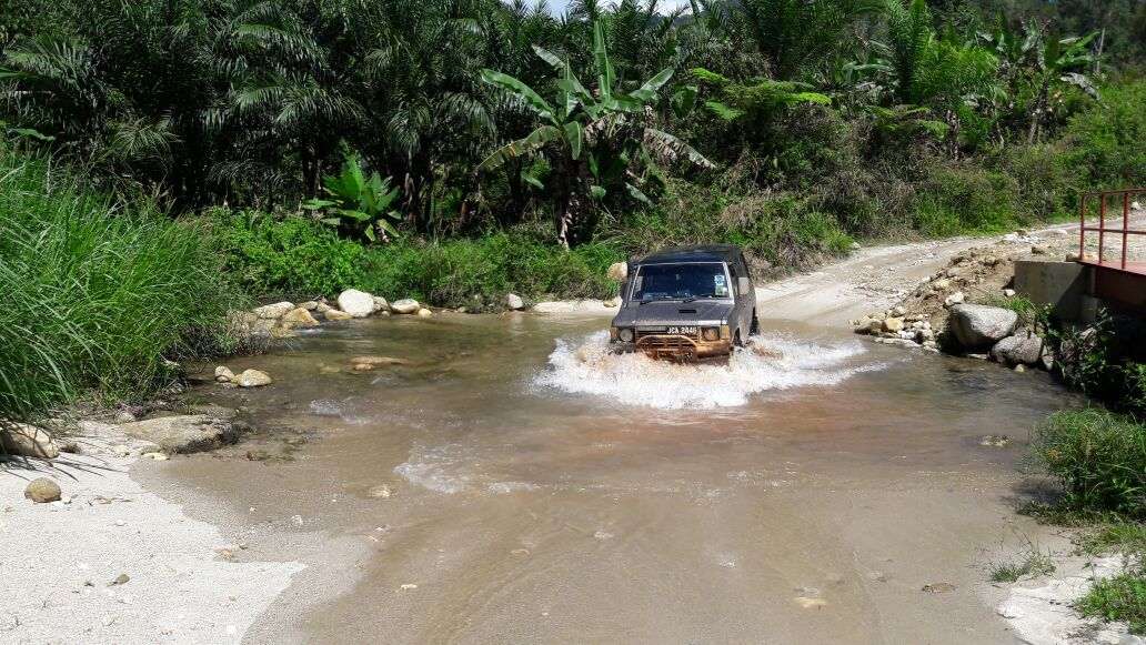 One of the rivers visitors have to cross in order to reach Pos Kemar.