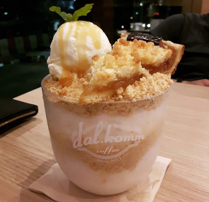 Apple crumble bingsu