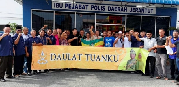 In Jerantut, the Jerantut UMNO division, together with seven non-governmental organisations in the district, lodged a police report against the trader on Friday, 1 February.