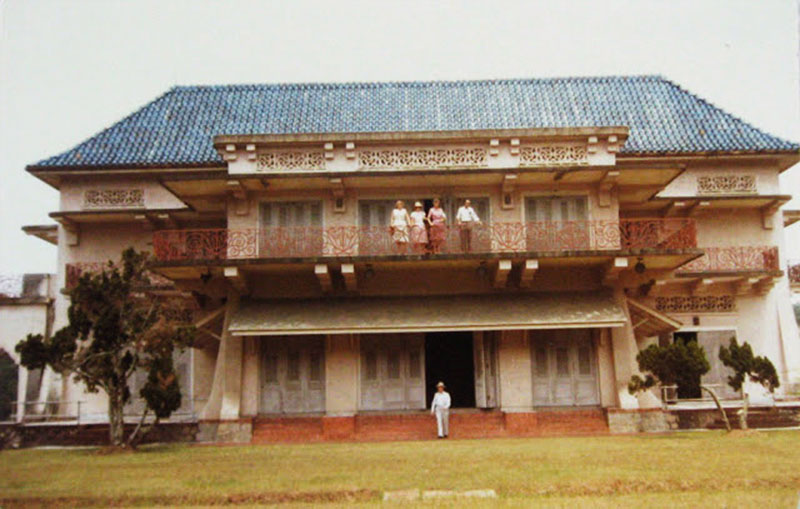 A photo of the palace in its prime.
