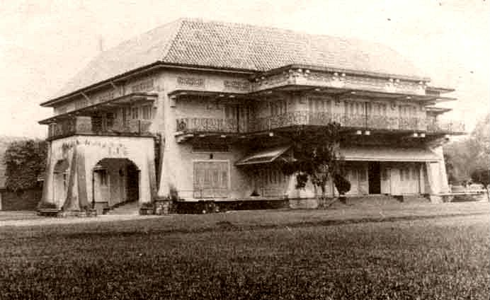 An old photograph of Istana Woodneuk.