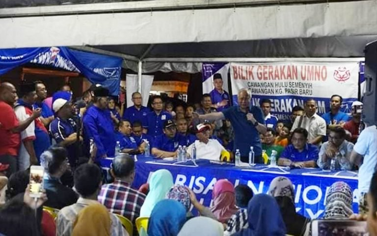 Najib speaks during a campaign event last night for the Semenyih by-election.
