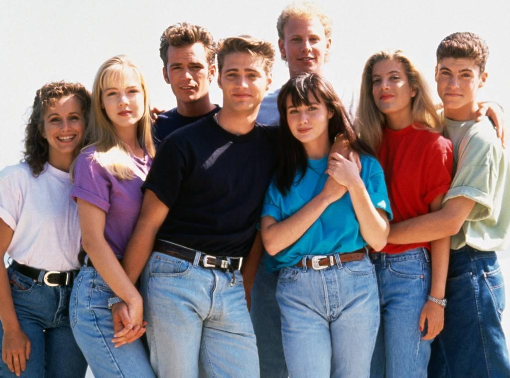 Luke Perry (third from left) with the OG cast of 'Beverly Hills, 90210'.