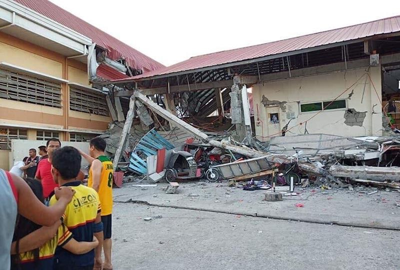A grocery store in Porac, Pampanga that collapsed due to the earthquake on Monday, 22 April.