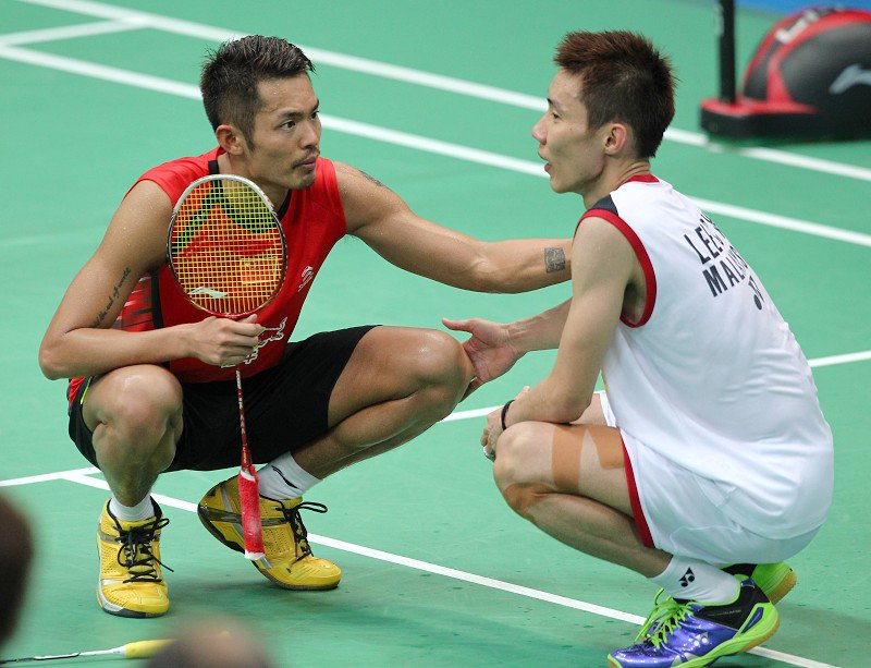 Lin Dan checking on Lee Chong Wei when the latter suffered leg cramps in the 2013 World Championships.