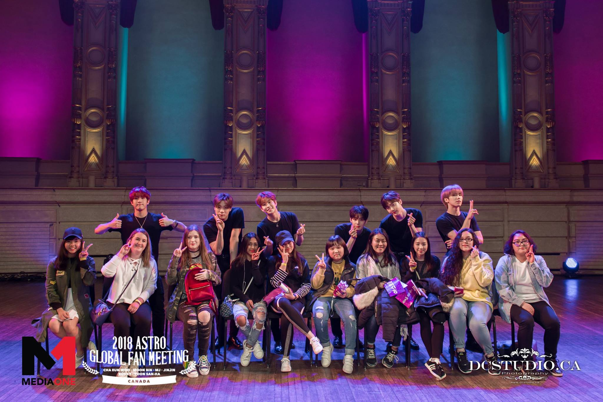 Selena at the 2018 ASTRO Global Fan Meeting in Canada. She's the 4th from the right, in a grey top, sitting between Cha Eunwoo and Yoon Sanha.