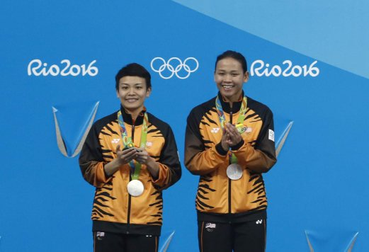 Jun Hoong and Pandelela at the 2016 Olympic games in Rio.