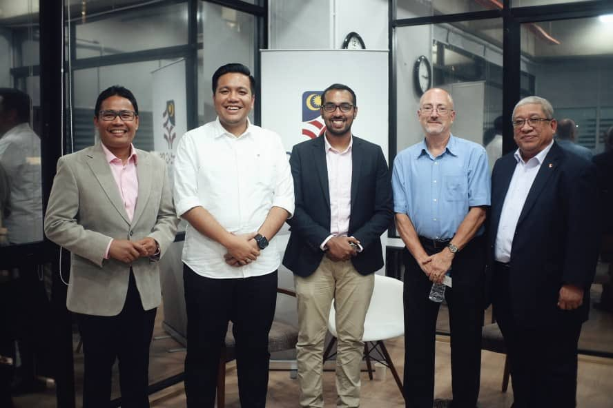 (From left) Senator Khairul Azwan, PKR Permatang Pauh Deputy Chief Dr. Afif Bahardin, Tharma, and US lecturer Dr. Richard Vogel during a forum held by 'Undi 18' and the US embassy in Malaysia.